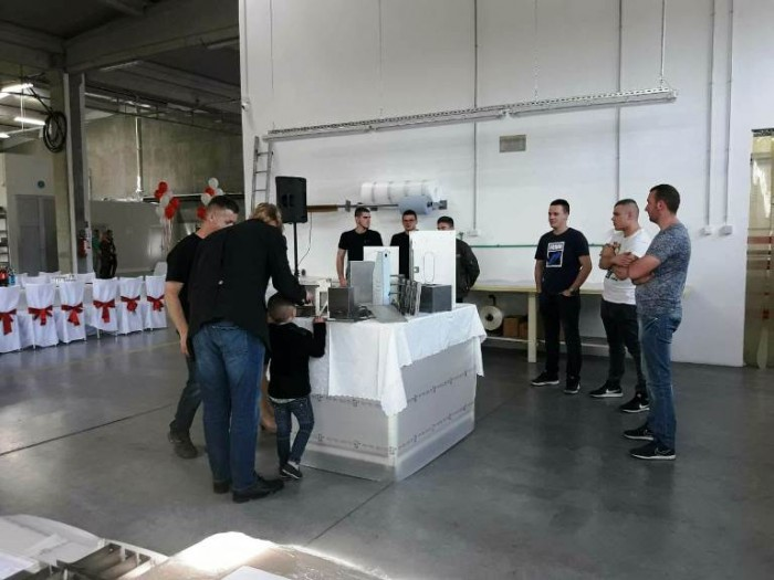 Представници школе на свечаном отварању аустријске фирме