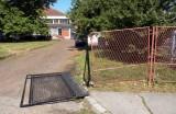 Оштећена ограда на улазу у школу!